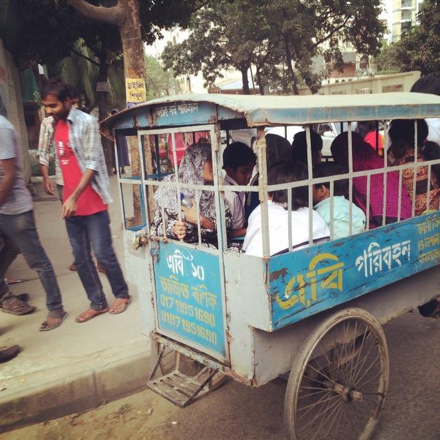 Jarle Sjo på reise i Asia - skolebuss