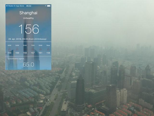 Ursikt fra hotellrom med måling av luftforurensing