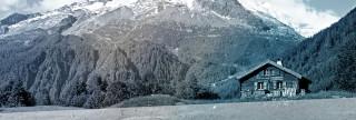 Hytte ved fjell banner